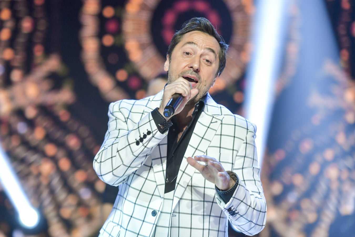 """Marcin Miller i zespół Boys zaśpiewał wielki przebój """"Biełyje rozy"""""""