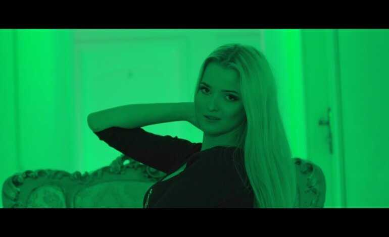 SOLEO – Blondynka