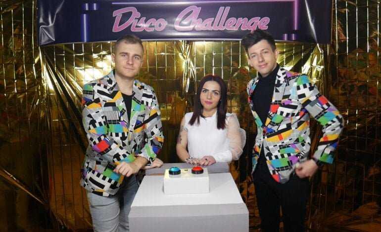 """Folk Lady i Menelaos we wspólnej produkcji? Na oczach widzów  ekipa """"Disco Challenge"""" stworzyła piosenkę!"""